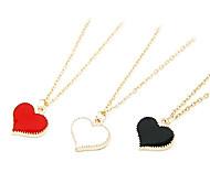 Modische Halskette mit eingefasstem Herz
