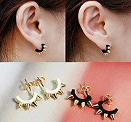 Lureme®Punk Style Rivets C Shape Earrings
