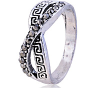 Lureme®Crystals Geometric Pattern Infinate Ring
