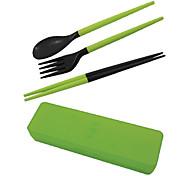 Novel montado Chopsticks plásticos + colher + garfos (cor aleatória)