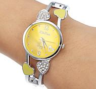 Jaune ronde des femmes de quartz de cadran de montre de bracelet analogique