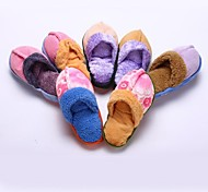 Flip Flop Plush Toy with Loud Squeaker Inside for Pet Dogs and Cats (Randon Colors)