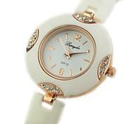 Women's Round Dial Plastic Band Quartz Bracelet Watch