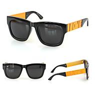 des lunettes de soleil de randonnée en miroir