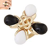 European Style Fashion Trend Wild Black and White Clover Metal Ring