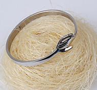 Hand in Hand Pattern Titanium Steel Bracelet (Silver)