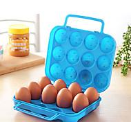 смонтированные картонные коробки яйца на открытом воздухе для пикника