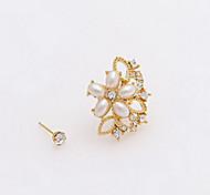 Brincos Curtos Jóias de Luxo Moda Pérola Imitações de Diamante Liga Formato de Flor Dourado Jóias Para Diário Casual 1peça