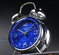 réveil avec étui matel style moderne couleur bleue movment silencieuse