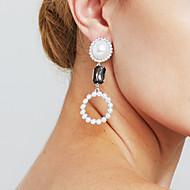 Damskie Kolczyki Ustaw Pearl imitacja Modny Osobiste euroamerykańskiej Film Biżuteria Wyrazista biżuteria Sexy Miedź Circle Shape