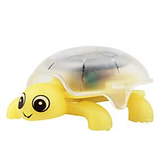 黄色の亀のクロールソーラーミニクリスタル