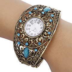 Women's Vintage Round Dial Hollow Engraving Band Quartz Analog Bracelet Watch