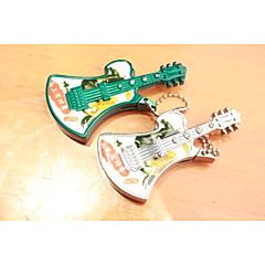 créatif avec la guitare avec des briquets de perles de métal d'argent vert